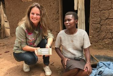 Letterlijk licht brengen in Oeganda
