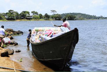Matrassenvervoer per boot naar de eilanden: