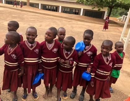 Door de steun van Hart voor Kinderen kunnen deze Oegandese kinderen eindelijk naar school