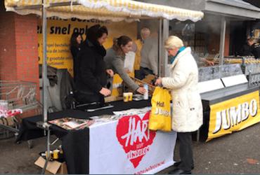 Actie 'Hallo Oliebol' in Hilversum voor voedselpakketten in Haïti