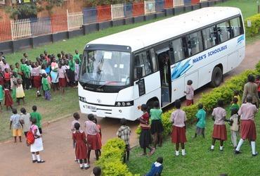 Een nieuwe schoolbus voor de Samaritan Primary School!