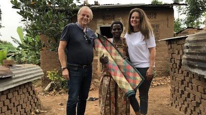 Louis Pool en Erna Neuteboom in Oeganda